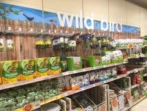 Wild vogelvoedsel in een huisdierenopslag Royalty-vrije Stock Foto's