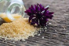 Wilde bloemen voor een badkuip Aroma van korenbloemen stock foto