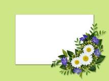 Wilde bloemenboeket en kaart Royalty-vrije Stock Foto