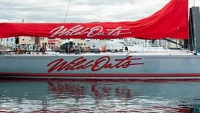Wilde Haver XI 11 verslag brekende winst in Sydney aan Hobart Yacht Race - overzicht maxi - kant van boot, zeil vouwde op royalty-vrije stock afbeeldingen
