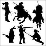 Wilde het westensilhouetten - inheemse Amerikaanse strijders royalty-vrije illustratie