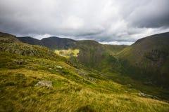 Wilde Landschaft bei Dore Head auf Yewbarrow im See-Bezirk von Cumbria, England lizenzfreie stockfotos
