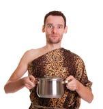 Wilde mens met gekookt voedsel in een hutspotpan Stock Foto