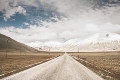 Wilde Straße in einem Tal Lizenzfreies Stockbild
