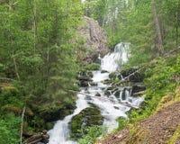 Wilde waterval Myantyukoski Paanajärvi Nationaal Park Stock Foto's