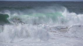Wilde Wellen, die Muster brechen stock video