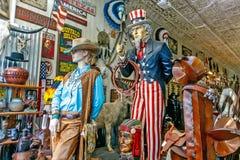 Wilde Westeinzelteile für Verkauf in einem Speicher Stockbilder