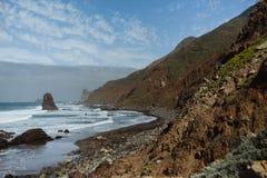 Wilder Atlantik Strand Benijo mit schwarzem Sand lizenzfreies stockfoto