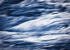 Wilder Fluss des abstrakten blauen Hintergrundes Lizenzfreies Stockfoto