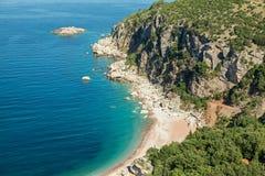 Wilder Strand auf adriatischer Seeküste Stockbilder
