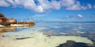 Wilder Strand, Seychellen Stockfoto