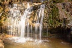 Wilder Wasserfall Lizenzfreie Stockfotos