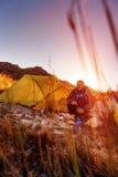 Wildernisontdekkingsreiziger het kamperen Stock Fotografie