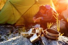 Wildernisontdekkingsreiziger het kamperen Stock Foto's