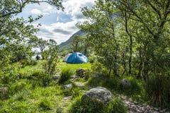 Wildes Kampieren in den wildernis von Glen Etive, Schottland lizenzfreie stockfotos