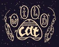 Wildes Tier Paw Step Illustration mit wilder Cat Motivational Quote Hand gezeichnete boho Weinlese-Gekritzelillustration mit Hand Lizenzfreie Stockfotos
