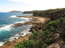Wildes Ufer in Australien Stockbild