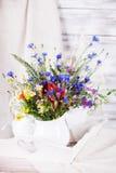 Wildflowers in bottiglie Immagine Stock Libera da Diritti