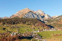 Wildhaus dal med Alpstein i bakgrund arkivbilder
