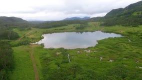 wildlife Αντανάκλαση των βουνών στη λίμνη καθρέφτης απόθεμα βίντεο
