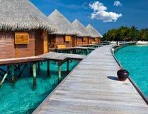 Willa na stosach na wodzie. maldives.Island w oceanie Zdjęcia Stock