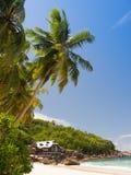 Willa na tropikalnej plaży w Seychelles Obraz Stock