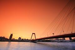 Willemsbridge à Rotterdam au coucher du soleil Photographie stock libre de droits