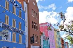 Willemstad, Κουρασάο - 12/17/17: Ζωηρόχρωμα κτήρια σε στο κέντρο της πόλης Willemstan, Κουρασάο Στοκ φωτογραφίες με δικαίωμα ελεύθερης χρήσης