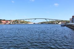 Willemstad, Curaçao - 12/17/17 - la Reine Juliana Bridge de l'île du Curaçao ; photos libres de droits