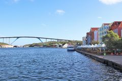 Willemstad, Curaçao - 12/17/17 - la Reine Juliana Bridge de l'île du Curaçao ; images stock