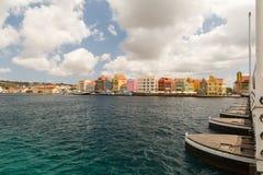 Willemstad in Curaçao und in der Königin Emma Bridge Stockbilder