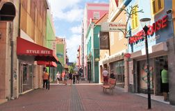 Willemstad Curacao - 12/17/17: Färgrika byggnader i i stadens centrum Willemstad, Curacao Arkivfoton