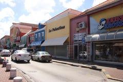 Willemstad Curacao - 12/17/17: Färgrika byggnader i i stadens centrum Willemstad, Curacao Arkivbild