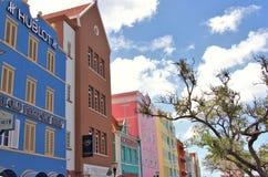 Willemstad Curacao - 12/17/17: Färgrika byggnader i i stadens centrum Willemstan, Curacao Royaltyfria Bilder
