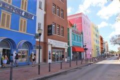 Willemstad Curacao - 12/17/17: Färgrika byggnader i i stadens centrum Willemstan, Curacao Fotografering för Bildbyråer