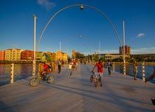 WILLEMSTAD, CURACAO - NOVEMBER 1, 2015: Koningin Emma Bridge stock fotografie
