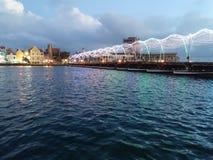 Willemstad Pontjesbrug mit Weihnachtslichtern lizenzfreie stockfotografie