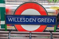 Willesden reen tecknet London för den underjordiska stationen Arkivbilder