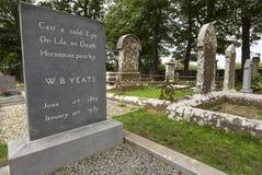 William Butler Yeats grav i Drumcliff, ståndsmässiga Sligo, Irland Arkivfoton