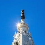 William Penn-standbeeld op een bovenkant van Stadhuis royalty-vrije stock foto's