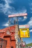 WILLIAMS, AZ - 29 DE JUNHO DE 2018: Construções coloridas ao longo de Route 66 Imagens de Stock