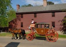 Williamsburg vagn och chaufför Arkivbilder