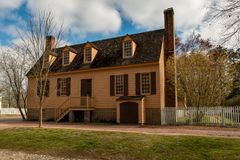 Williamsburg, Virginia - 26. März 2018: Historische Häuser und Gebäude in Williamsburg Virginia Stockfotos
