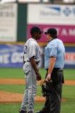 Willie Upshaw debatteert een vraag in een honkbalspel Stock Foto