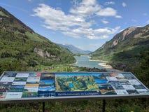 Willkommen在lungern, lungern湖瑞士 库存照片