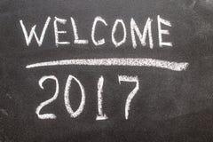 Willkommen 2017 auf dem Kreidebrett Lizenzfreie Stockfotos