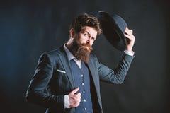 Willkommen an Bord Gesch?ftsmann in der Klage Geheim werfen Sie M?nnliche formale Mode Detektiv im Hut Reifer Hippie mit Bart lizenzfreies stockbild