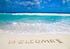 Willkommen geschrieben in Strand Stockbilder