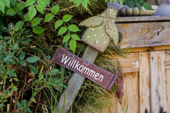 Willkommen sign in the garden Royalty Free Stock Image