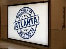 Willkommen zu Atlanta-Fahne bei Hartsfield Jackson Atlanta International Airport stockbild